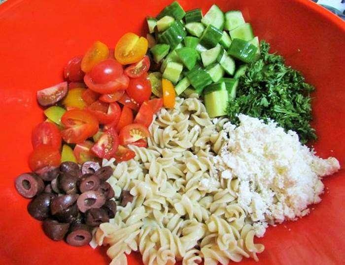 http://receitasdecomidas.com.br/wp-content/uploads/2013/10/Salada-de-arroz-com-macarr%C3%A3o.jpg