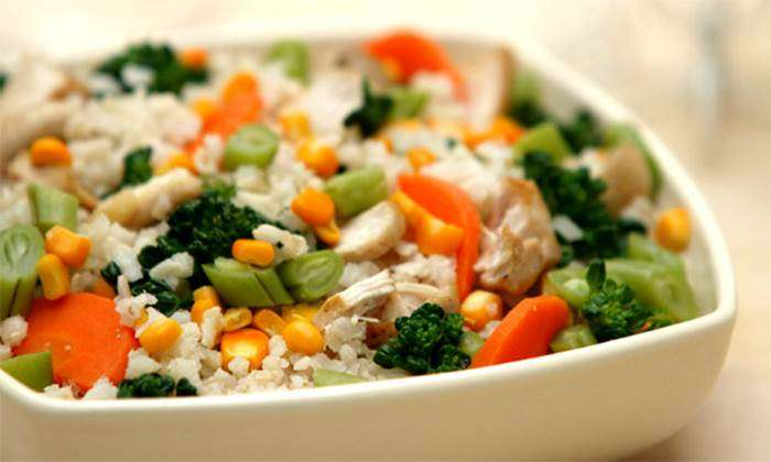 salada-de-arroz-e-legumes