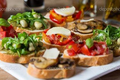 Receita de Bruschetta with beans and arugula, mushrooms, goat cheese