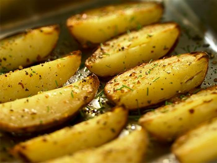 824-02293354 © foodanddrinkphotos / Masterfile Model Release: No Property Release: No Roasted potato wedges