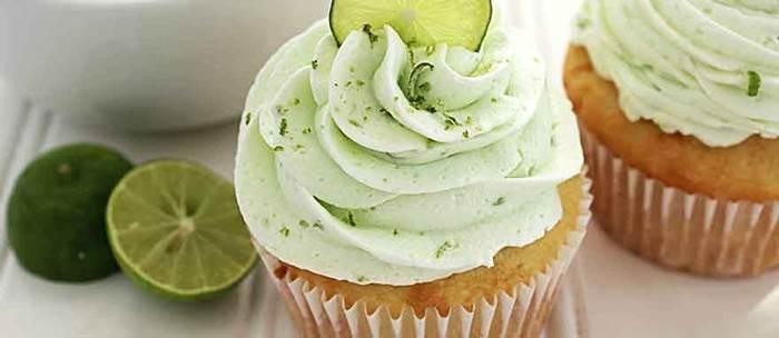 cupcake-de-limao-com-cobertura