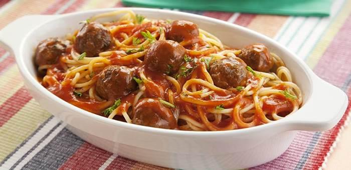 espaguete-com-almondegas