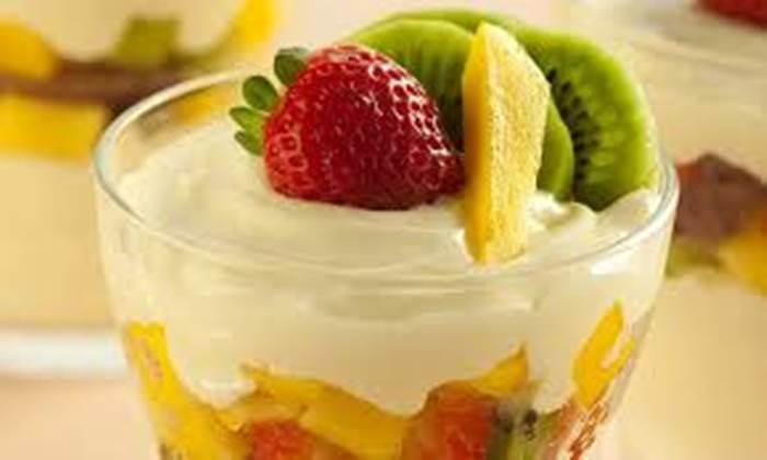 salada-de-frutas-com-calda-de-roma-e-iogurte