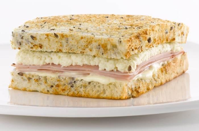 sanduiche-de-peito-de-peru-defumado