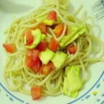 espaguete-com-abacate