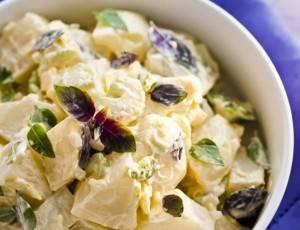 salada-de-batata-com-mix-de-manjericao-300x230