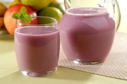 vitamina-de-morango-com-goiaba
